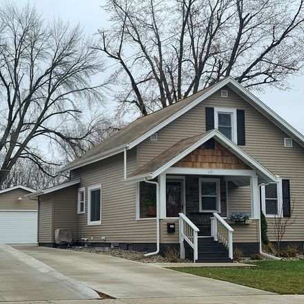 Rent this 3 bed apartment on 620 West 7th Street South in Newton, IA 50208