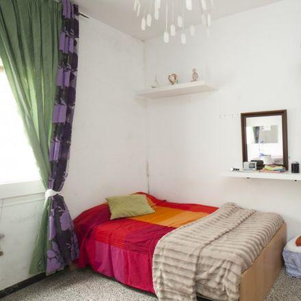 Rent this 4 bed apartment on Pavelló Poliesportiu Municipal La Nau del Clot in Carrer de la Llacuna, 172