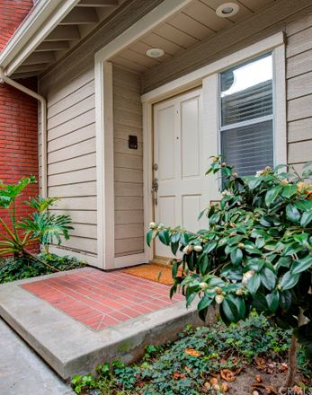 Rent this 3 bed townhouse on 17 Lafayette Court in Manhattan Beach, CA 90266
