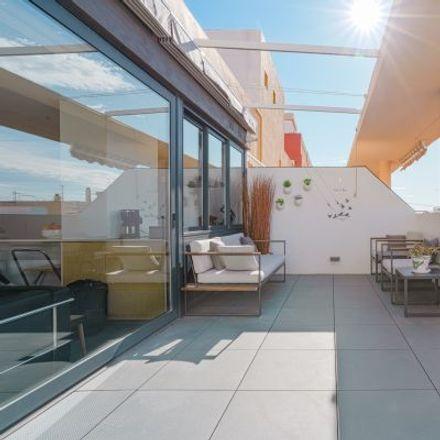 Rent this 5 bed apartment on Carrer d'Antonio Ponz in 37, 46011 Valencia