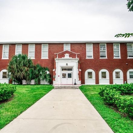 Rent this 2 bed apartment on 1090 10th Street North in Saint Petersburg, FL 33705