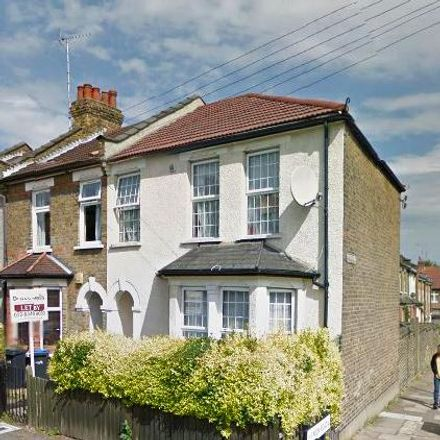 Rent this 3 bed house on Highworth Road in London N11 2SN, United Kingdom