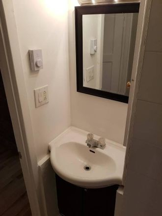 Rent this 1 bed room on Avenue Beaumont in Mont-Royal, QC