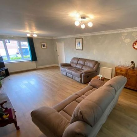 Rent this 5 bed house on Moss Rise in Swynnerton, ST5 4DL