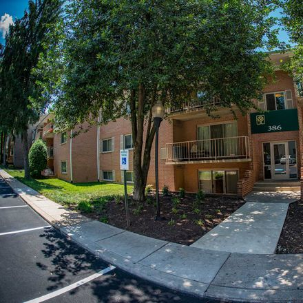 Rent this 3 bed apartment on 374 N. Summit Avenue in Gaithersburg, MD 20877