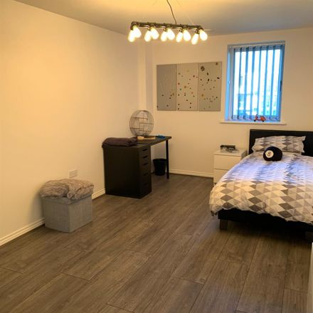Rent this 1 bed room on Kwik Fit in Elstree Way, Hertsmere WD6 1JU