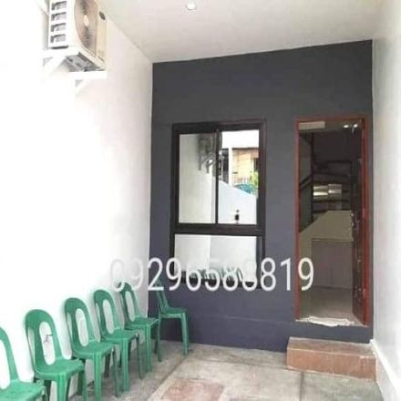 Rent this 4 bed townhouse on Roosevelt College Cubao in 10th Avenue, Cubao