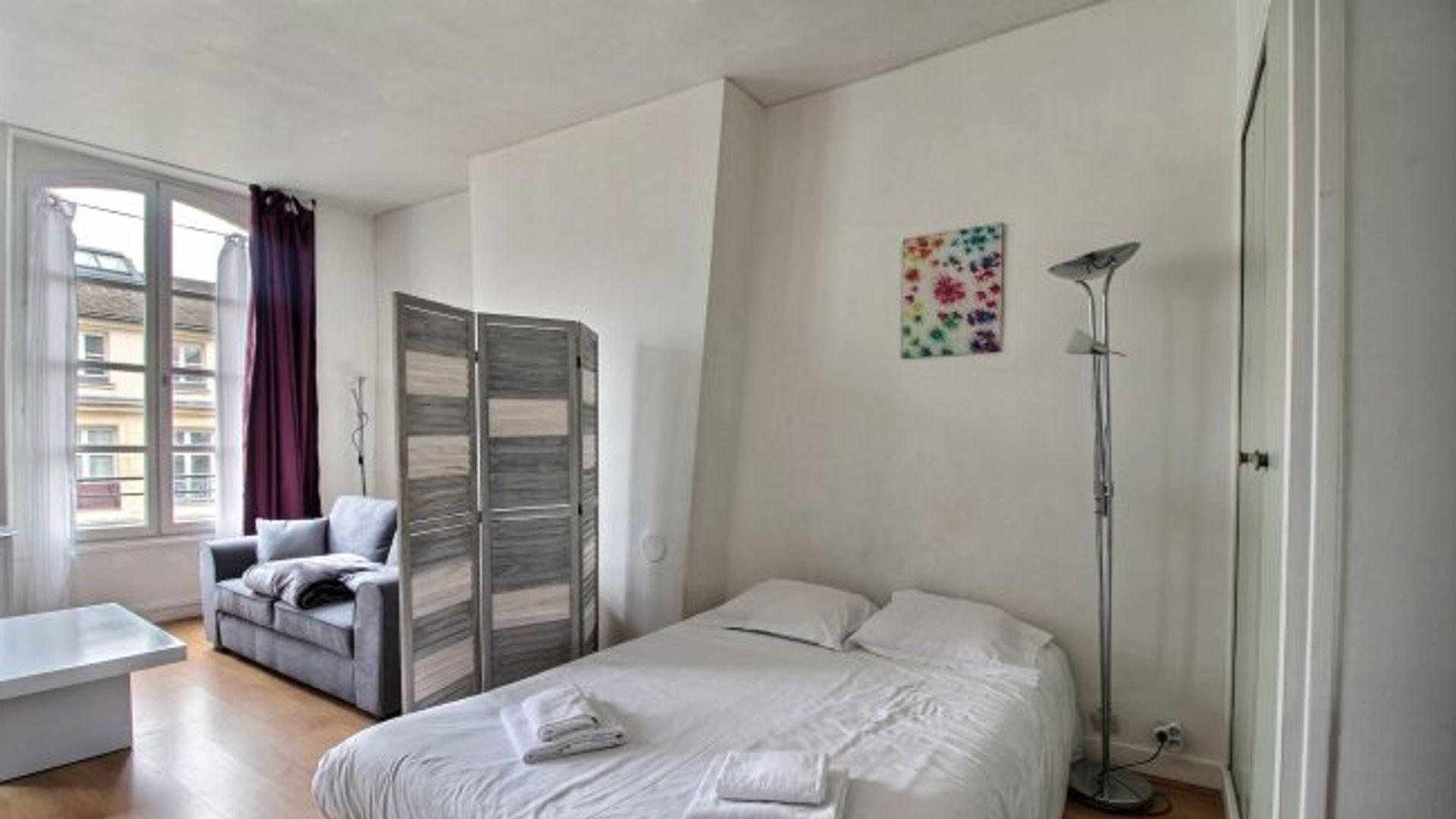 29 Rue De La Ferronnerie room in apt at 29 rue de la ferronnerie, 75001 paris, france
