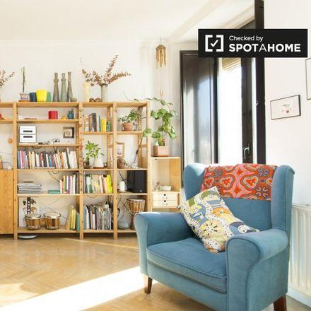 Rent this 2 bed apartment on Iris in Calle del Conde de Romanones, 13