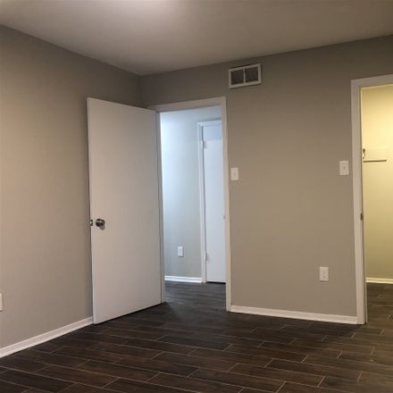 Rent this 2 bed apartment on N Belvedere Blvd in Memphis, TN