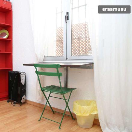 Rent this 4 bed room on Calle Béjar in 41011 Sevilla, España