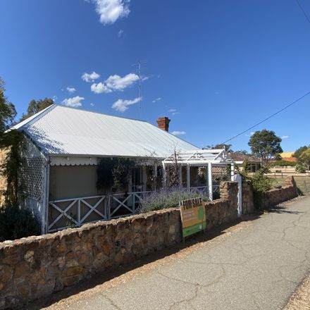 Rent this 3 bed house on 16 Great Southern Highway