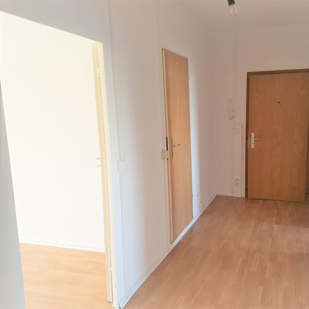 Rent this 2 bed apartment on Raupenhainer Straße 80 in 04552 Borna, Germany