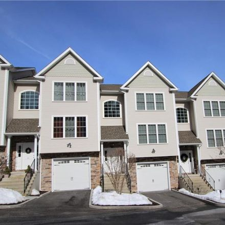 Rent this 2 bed condo on Oak Ln in Brookfield, CT