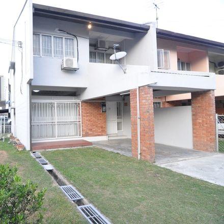 Rent this 5 bed house on Standing Theory in 26 Jalan SS 2/103, Damansara Utama