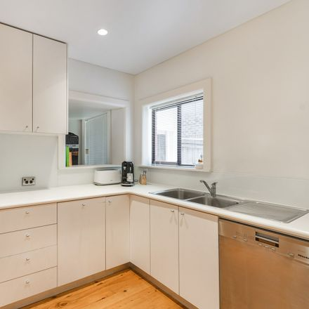 Rent this 3 bed apartment on 2/16 Churchill Street