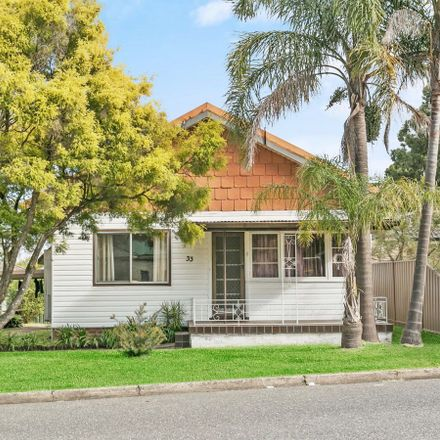 Rent this 5 bed house on 33 Vale Street