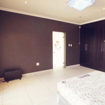 Rent this 3 bed house on Hoefmeyr Drive in Emmarentia, Johannesburg