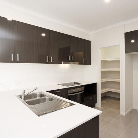 Rent this 3 bed apartment on 1/15 Casey Street