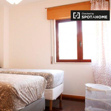 Rent this 2 bed room on Rua Professor Rómulo de Carvalho in 2740-122 Porto Salvo, Portugal