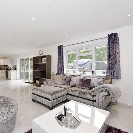 Rent this 4 bed house on A413 in Chiltern HP7 0JN, United Kingdom