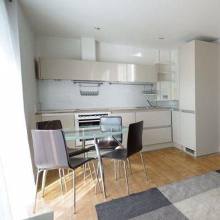 Rent this 2 bed room on Queensgate House in 1 Hereford Road, London E3 2FQ