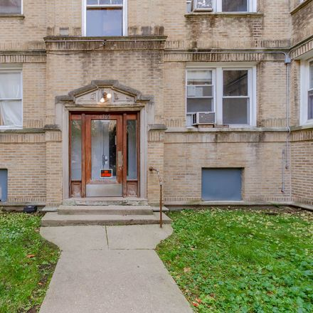 Rent this 2 bed condo on West Wallen Avenue in Chicago, IL 60626