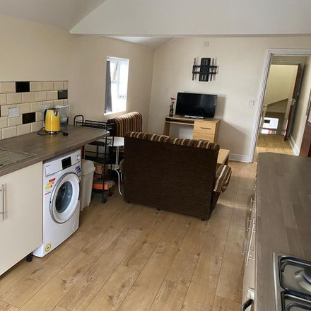 Rent this 5 bed apartment on 86 Woodville Road in Cardiff, CF24 4ED