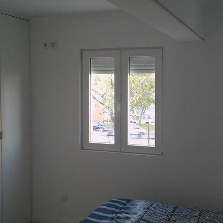 Rent this 3 bed room on R. Cidade da Praia in 1800 Lisboa, Portugal