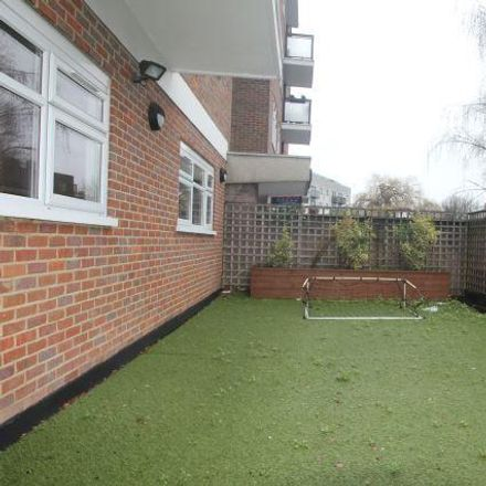 Rent this 4 bed apartment on Tesco in Belsize Road, London NW6 4RE
