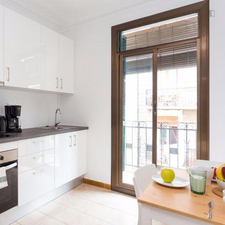 Rent this 4 bed room on Dispunt in Carrer d'Elkano, 43