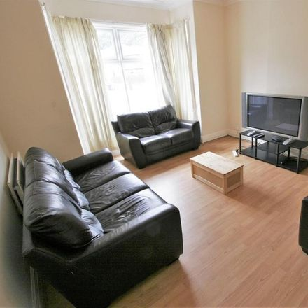 Rent this 8 bed room on Canterbury Drive in Leeds LS6 3EU, United Kingdom