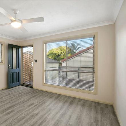 Rent this 2 bed townhouse on 1/52 William Street
