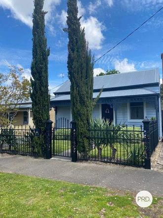 Rent this 4 bed house on 318 Raglan Street