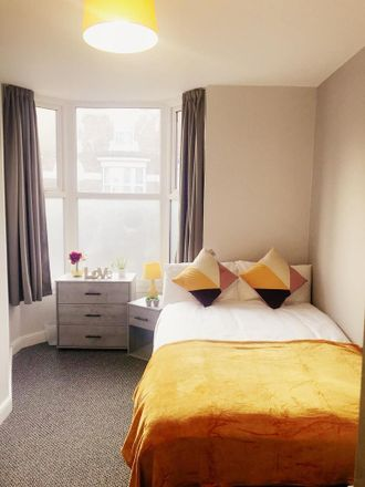 Rent this 5 bed room on Kings Road in Doncaster DN1 2LP, United Kingdom