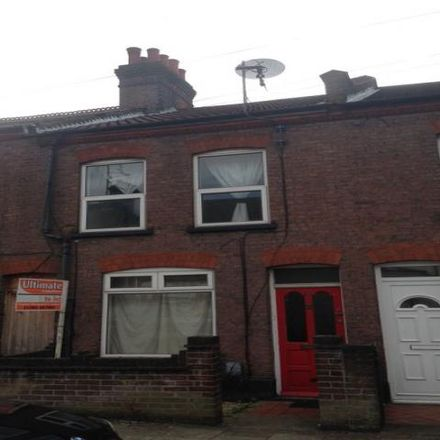 Rent this 3 bed house on Reginald Street in Luton, LU2 7QZ