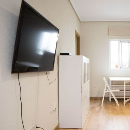 Rent this 2 bed apartment on Pasaje de Áncora in 28001 Madrid, Spain