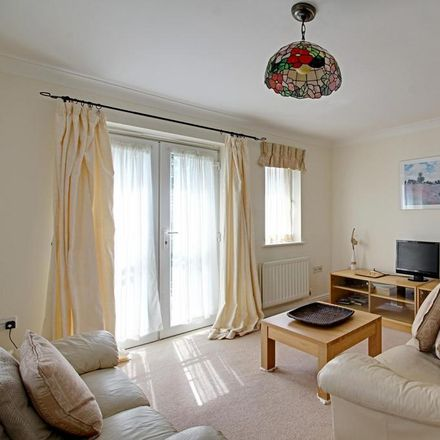 Rent this 2 bed apartment on Doctors House and Pharmacy in Victoria Road, Wycombe SL7 1NX