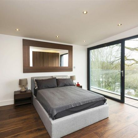 Rent this 5 bed apartment on Kempton House in 52 Cholmeley Park, London N6 5EH