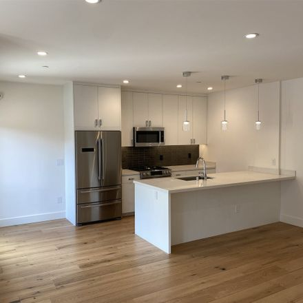 Rent this 2 bed condo on S Van Ness Ave in San Francisco, CA