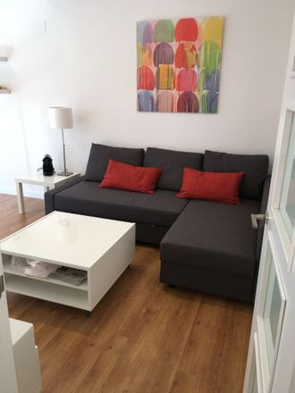 Rent this 3 bed apartment on Carrer de l'Hedra in 46001 Valencia, Spain