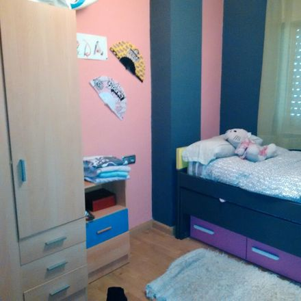 Rent this 3 bed room on Calle Extremadura in 37006 Salamanca, España