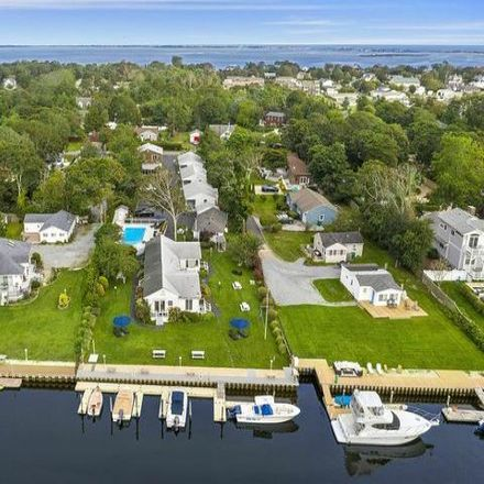 Rent this 24 bed house on Ponquogue