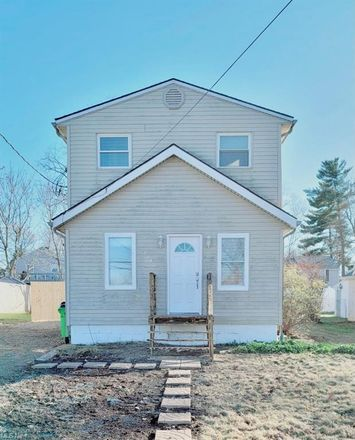 Rent this 2 bed house on 1292 Auburn Avenue in Barberton, OH 44203