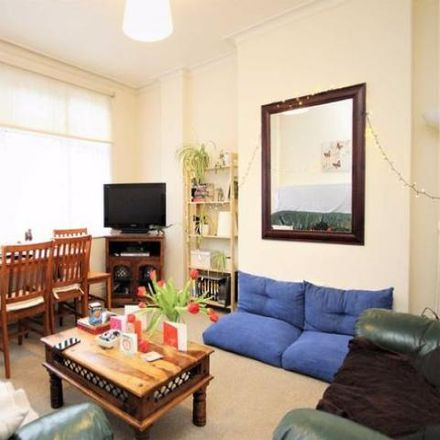 Rent this 3 bed apartment on Bowes Park in Evesham Road, London N11 2RP