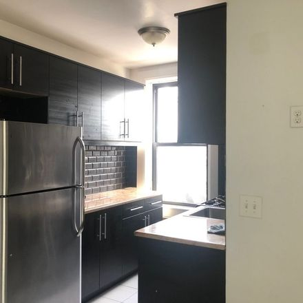 Rent this 3 bed apartment on Bed-Stuy Gateway Business Improvement District in Texas Chicken & Burgers, 551 Nostrand Avenue