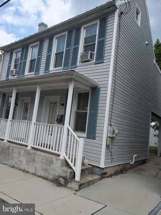 Rent this 3 bed house on 129 North Stratton Street in Gettysburg, PA 17325