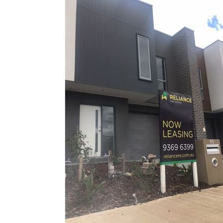Rent this 3 bed townhouse on 15 Roosevelt Way