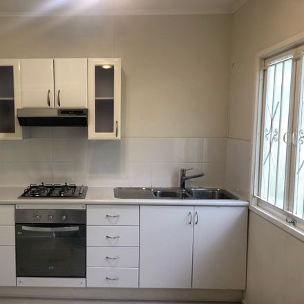 Rent this 1 bed apartment on 4/50 Windsor Road