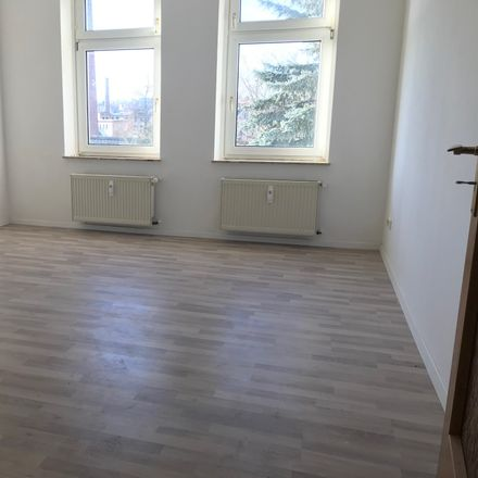 Rent this 4 bed apartment on Kitscherstraße 86a in 08451 Crimmitschau, Germany